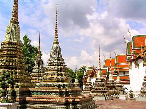 wats and temples bangkok guide