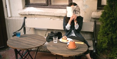 you-know-youre-a-tourist-when-you-read-in-cafes-and-bars
