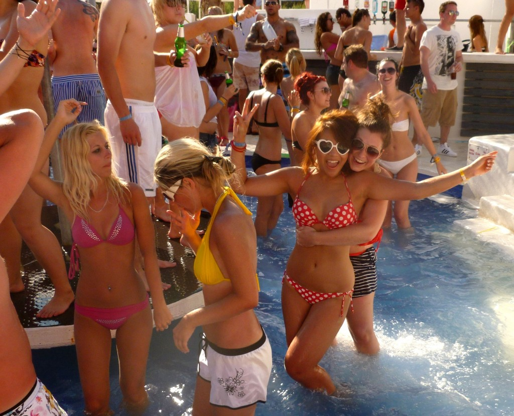 hideout-2012-aquarius-welcome-pool-party